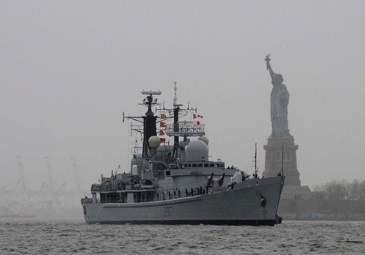 HMS-Edinburgh-Sails-into-New-York-USA
